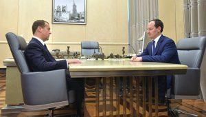 Глава ПАО Россети Павел Ливинский и Дмитрий Медведев